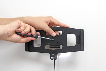 Inštalácia produktu Aktívny držiak pre Samsung Galaxy Tab PRO 10.1 s Molex kon. Krok 3.