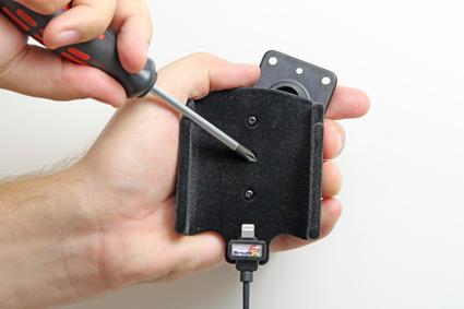 Inštalácia produktu Aktívny držiak pre Apple iPhone 6/6S/7 s Molex kon. Krok 1.
