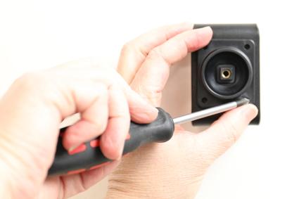 Inštalácia produktu Aktívny držiak pre Huawei P10 Plus s Molex kon.. Krok 2.
