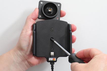 Inštalácia produktu Aktívny držiak pre Apple iPhone 12/12 Pro/Max s puzdrom. Krok 2.