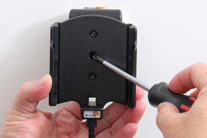 Inštalácia produktu Aktívny držiak pre Apple iPhone 12, iPhone 12 Pro s Molex kon.. Krok 3.