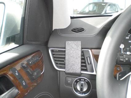 Inštalácia konzoly Proclip 804826 - Mercedes Benz GL-Class 13-18, Mercedes Be, vľavo. Krok 4.