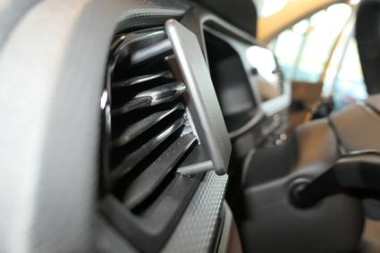 Inštalácia konzoly Proclip 805589 - Volkswagen T6.1 20, vľavo. Krok 3.