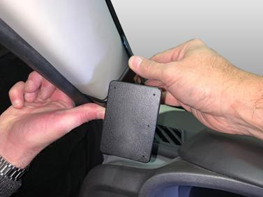 Inštalácia konzoly Proclip 805600 - LEVC TX5 17-20, vľavo. Krok 3.