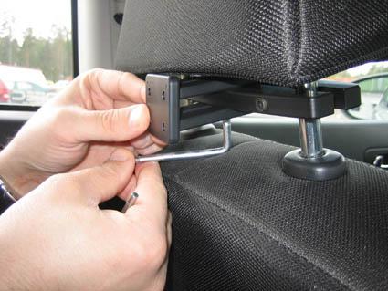 Inštalácia produktu Konzola pre montáž na sedadlo v aute (na opierku hlavy) 123- 183mm. Krok 2.