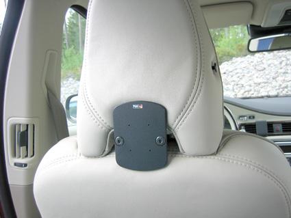 Inštalácia produktu Konzola pre montáž na sedadlo v aute (na opierku hlavy) Volvo. Krok 4.