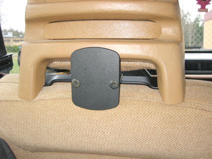 Inštalácia produktu Konzola pre montáž na sedadlo v aute (na opierku hlavy) Volvo II. Krok 4.