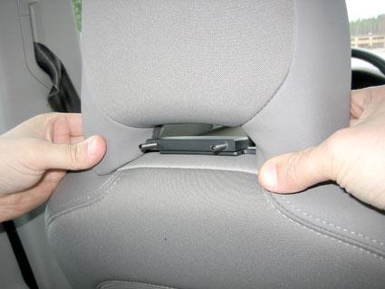 Inštalácia produktu Konzola pre montáž na sedadlo v aute (na opierku hlavy) Volvo III. Krok 2.