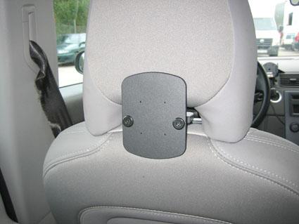 Inštalácia produktu Konzola pre montáž na sedadlo v aute (na opierku hlavy) Volvo III. Krok 4.