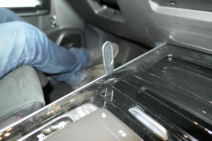 Inštalácia konzoly Proclip 835607 - Mercedes Benz GLB-Class 20, konzola, vľavo Krok 1.