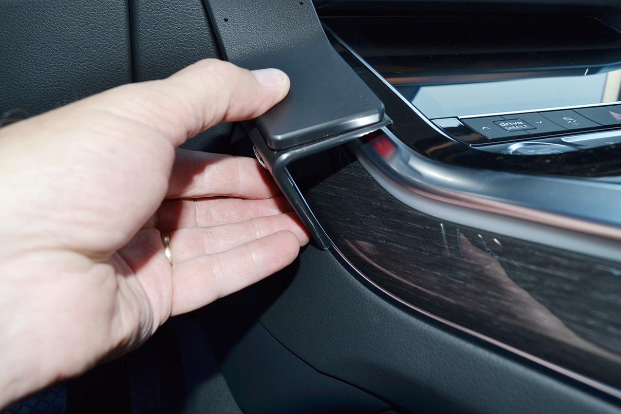 Inštalácia konzoly Proclip 835630 - Audi Q7 20-21, konzola Krok 1.
