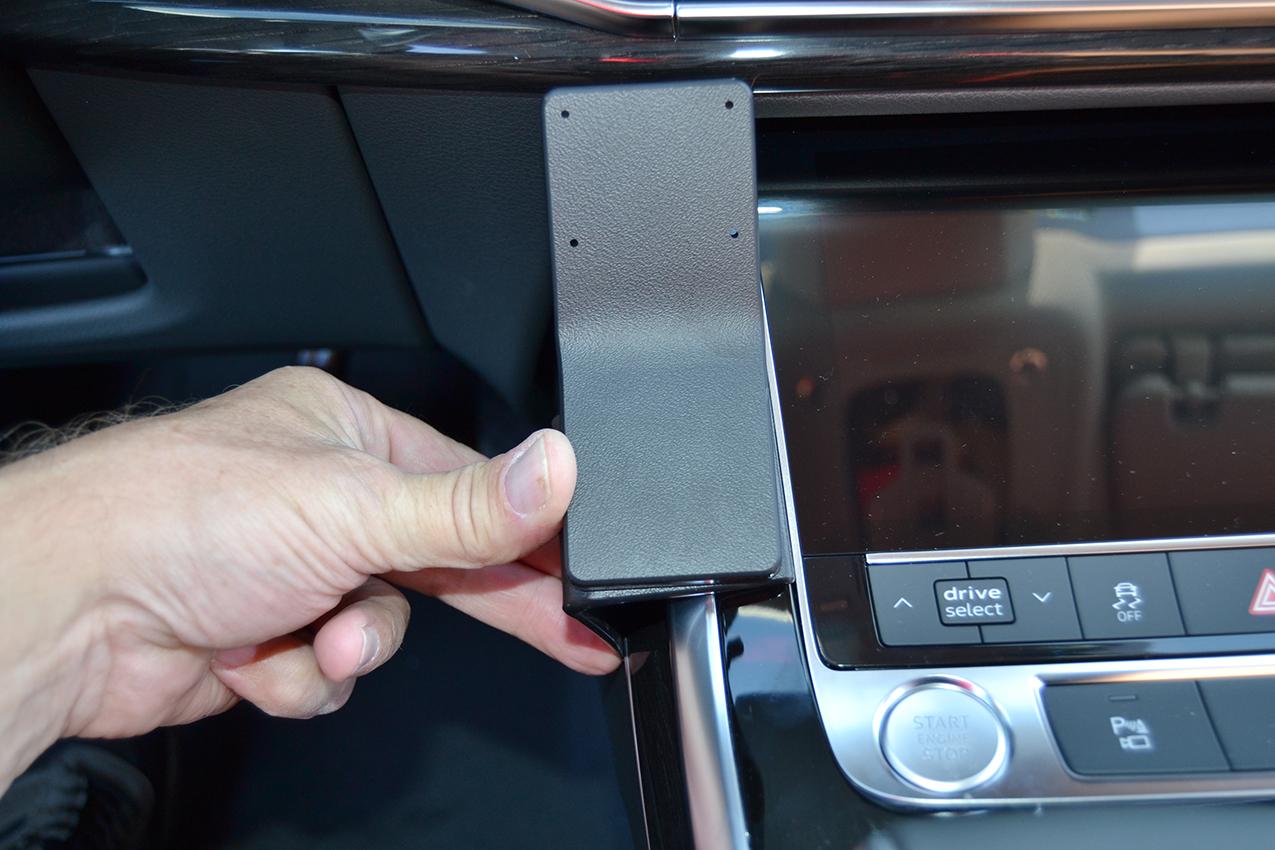 Inštalácia konzoly Proclip 835630 - Audi Q7 20-21, konzola. Krok 2.