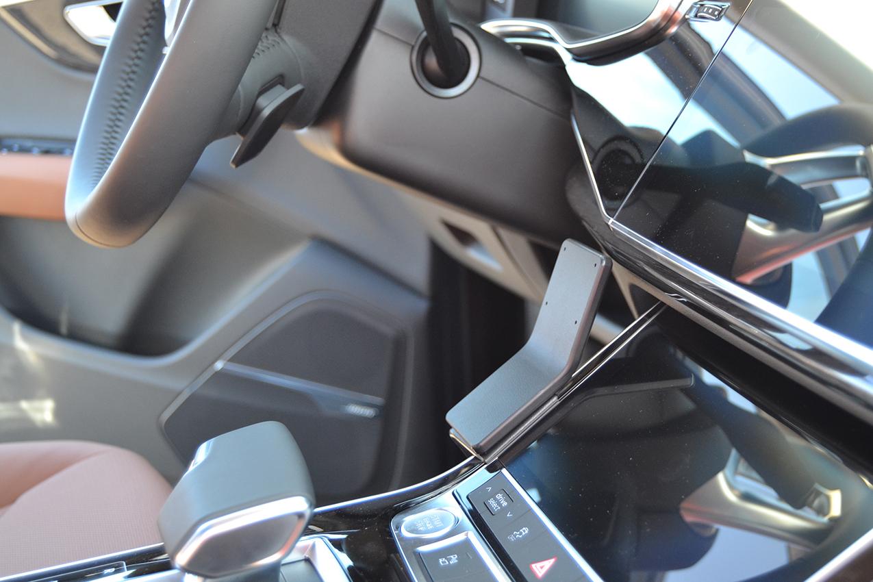 Inštalácia konzoly Proclip 835630 - Audi Q7 20-21, konzola. Krok 3.