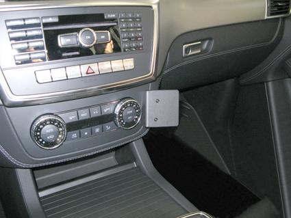 Inštalácia konzoly Proclip 854709 - Mercedes Benz GL-Class 13-19, Mer, stred, vpravo. Krok 4.
