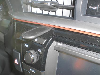 Inštalácia konzoly Proclip 854955 - Toyota Corolla 14-15, stred Krok 1.