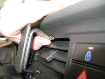 Inštalácia konzoly Proclip 855083 - Hyundai i20 15-18, stred. Krok 1.