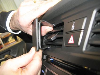 Inštalácia konzoly Proclip 855083 - Hyundai i20 15-18, stred. Krok 3.