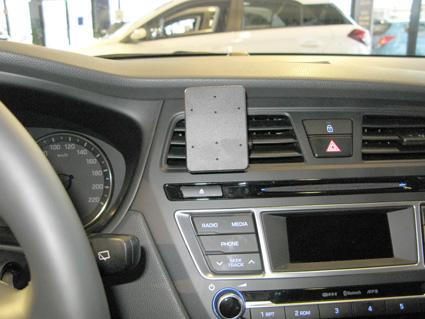 Inštalácia konzoly Proclip 855083 - Hyundai i20 15-18, stred. Krok 4.