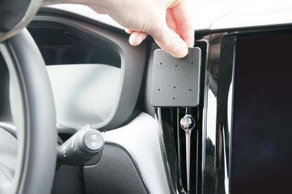 Inštalácia konzoly Proclip 855326 - Volvo XC60 18-19, S60 19-19, V60 19-19, stred Krok 1.