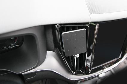 Inštalácia konzoly Proclip 855326 - Volvo XC60 18-19, S60 19-19, V60 19-19, stred. Krok 3.