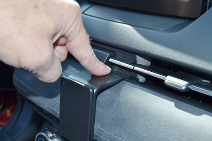 Inštalácia konzoly Proclip 855529 - Mazda CX-3 19, stred. Krok 3.