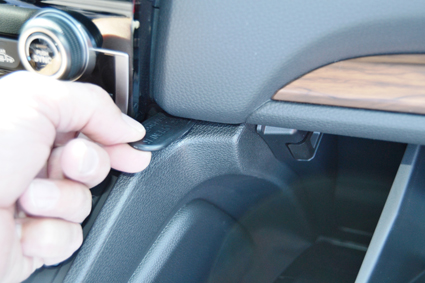 Inštalácia konzoly Proclip 855541 - Honda CR-V 17-20, stred, vpravo Krok 1.