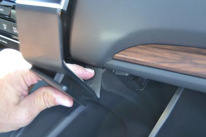 Inštalácia konzoly Proclip 855541 - Honda CR-V 17-20, stred, vpravo. Krok 2.
