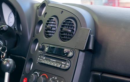 Inštalácia konzoly Proclip 855546 - Dodge Viper 03-10, stred,vpravo. Krok 3.