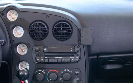Inštalácia konzoly Proclip 855546 - Dodge Viper 03-10, stred,vpravo. Krok 4.