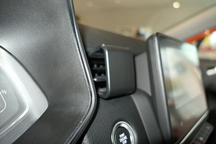 Inštalácia konzoly Proclip 855575 - Renault Clio V 20, stred. Krok 3.