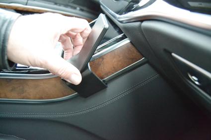 Inštalácia konzoly Proclip 855585 - Audi A8 18-20, stred,vpravo. Krok 2.