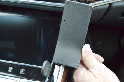 Inštalácia konzoly Proclip 855585 - Audi A8 18-20, stred,vpravo. Krok 3.