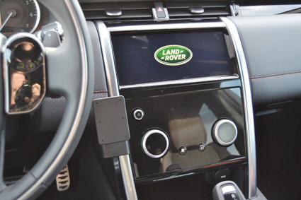 Inštalácia konzoly Proclip 855596 - Land Rover Discovery Sport 20, stred,vpravo. Krok 4.