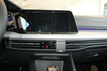 Inštalácia konzoly Proclip 855620 - Volkswagen Golf MK8 20, stred. Krok 4.
