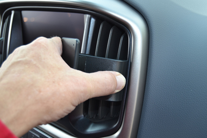 Inštalácia konzoly Proclip 855634 - Chevrolet Colorado 15-21, stred,vpravo. Krok 2.
